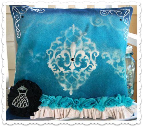 HS Canvas Pillow final die cut border